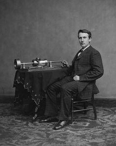 Edison med en tidlig version af fonografen